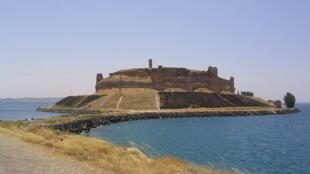 Lăng mộ của Suleiman Chah, di sản kiến trúc Thổ Nhĩ Kỳ nằm trên lãnh thổ Syria (wikipedia)
